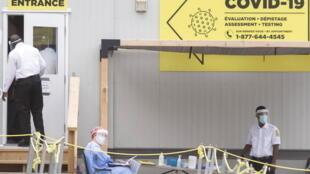 法广存档图片: 加拿大魁北克蒙特利尔的一处Covid-19检测中心。  Image d'archive RFI: Un centre de test Covid-19 à Montréal au Québec - CANADA.