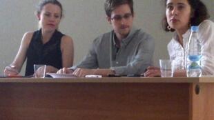 Edward Snowden (c) lors de sa conférence de presse à l'aéroport Sheremetyeyo, à Moscou, le 12 juillet 2013.