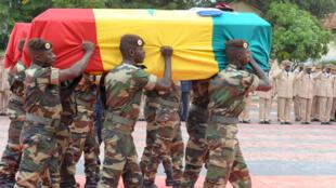 Hommage au soldat sénégalais tué dans le camp de la Minusma début octobre. En 2013, deux soldats sénégalais de la Munisma avaient déjà trouvé la mort à Kidal, dans le nord du Mali.