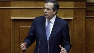 El premier griego Antonis Samaras ante el Parlamento, Atenas, el 6 de julio de 2012.