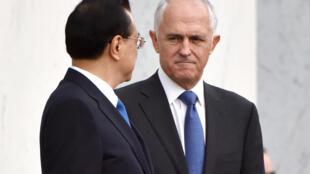 Thủ tướng Úc Malcolm Turnbull (P) và thủ tướng Trung Quốc Lý Khắc Cường. Ảnh chụp tại Canberra ngày 23/03/2017.