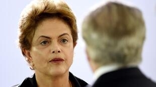 La ahora expresidenta Dilma Rousseff  y el nuevo presidente interino, Michel Temer, en diciembre de 2015.