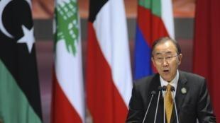 Le secrétaire général de l'ONU Ban Ki-Moon a encouragé vendredi le président burundais à renoncer à briguer un troisième mandat.