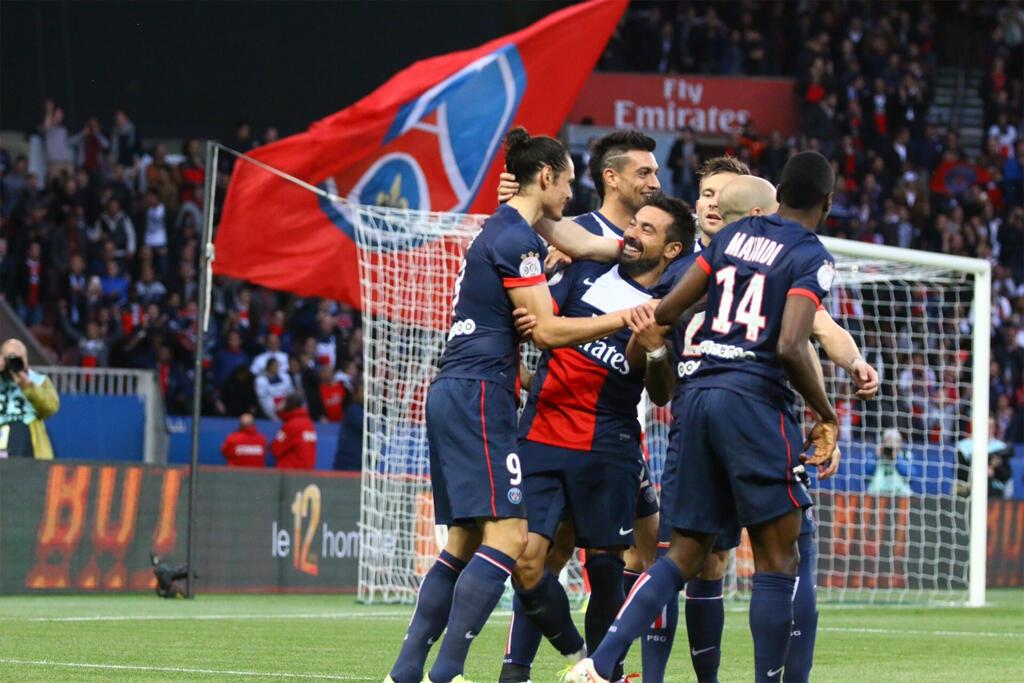 Jogadores do time parisiense celebraram o título mesmo com derrota