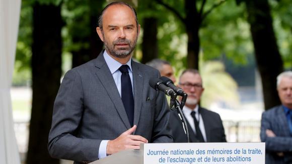 Primeiro-Ministro francês Edouard Philippe discursando esta manhã no jardim do Senado em Paris.