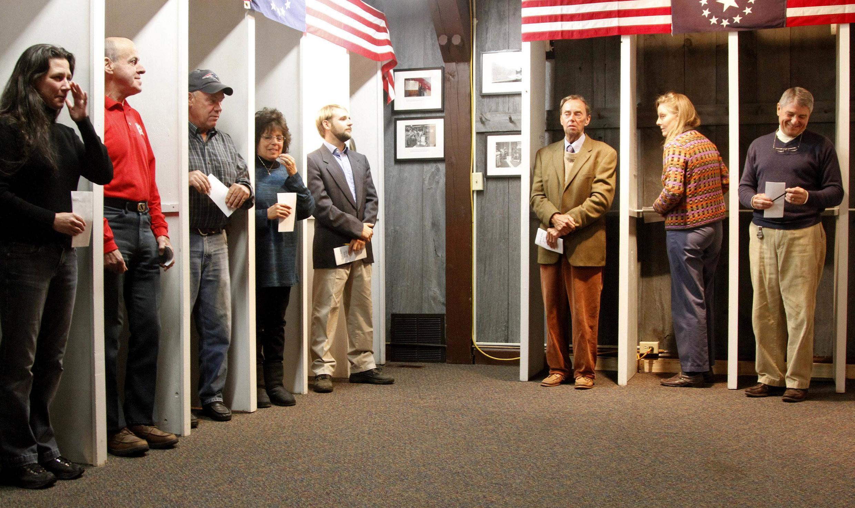 Thôn Dixville Notch, tại New Hampshire, là nơi cử tri Mỹ đi bầu sớm nhất (REUTERS)