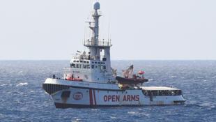 Le navire humanitaire «Open Arms», qui attend de pouvoir accoster à Lampedusa, est devenu l'emblème du rébus politique italien.