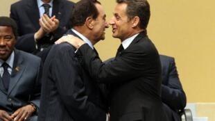 Николя Саркози и Хосни Мубарак на Африка-Саммите