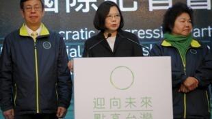 Tsai Ing-wen anuncia  a sua vitória  numa conferência de imprensa em Taipei.Janeiro 16,2016