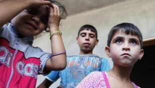 Des réfugiés syriens dans une école au Liban.