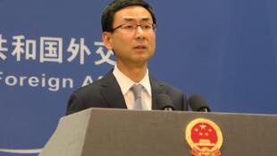 针对香港海关日前在一艘从台湾开往新加坡的货轮上查获多辆装甲车,中国大陆外交部发言人耿爽25日重申,大陆反对建交国与台湾进行军事交流与作。