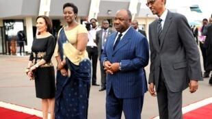Le président gabonais Ali Bongo et son épouse Sylvia (à gauche) ont été reçus par le couple présidentiel rwandais, Paul et Jeanette Kagame, le 5 octobre, à Kigali.