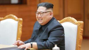 Lãnh đạo Bắc Triều Tiên Kim Jong Un trong buổi gặp gỡ tổng thống Hàn Quốc Moon Jae-in tại Bàn Môn Điếm lần thứ nhì, ngày 27/05/2018.