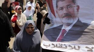 Partidários de Mohammed Mursi continuam protestando nas ruas do Egito.