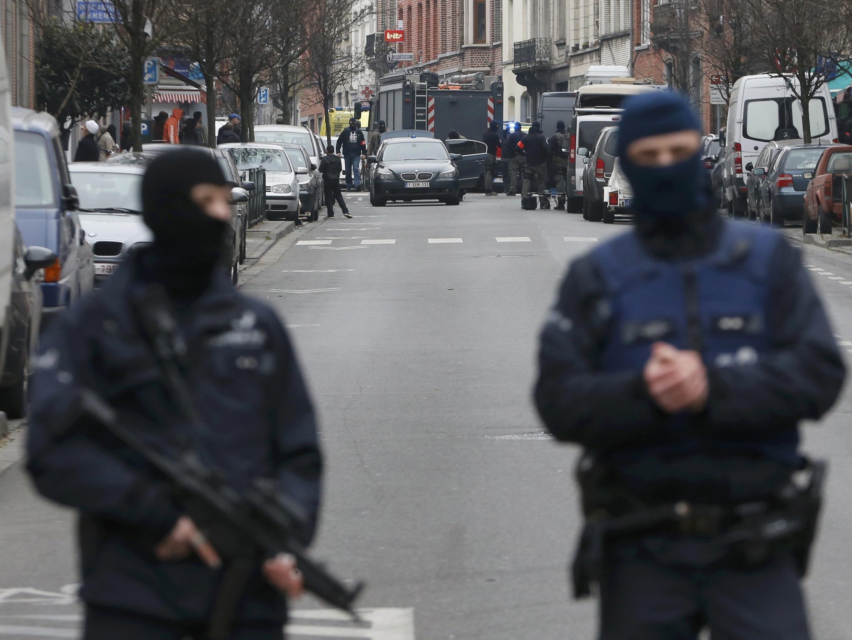 Бельгийские полицейские в Моленбеке, 18 марта 2016 г.