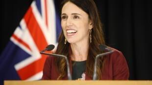 La popularité de la Première ministre néo-zélandaise Jacinda Ardern atteint toujours des sommets.