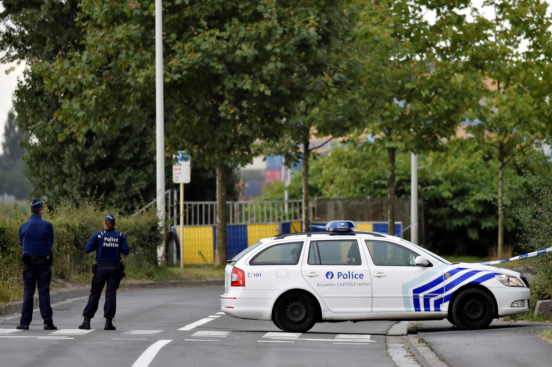 Policias frente ao Instituto de Criminologia em Bruxelles 29/08/2016