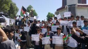 اعتراض به یادبود مرگ خمینی در کابل در سال 1392.