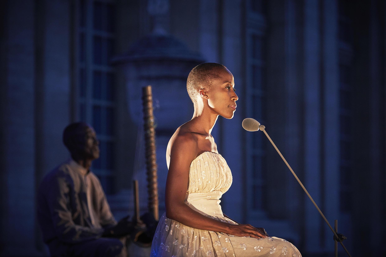 Rokia Traoré se produit au Festival d'Avignon avec « Dream Mandé–Djata ».