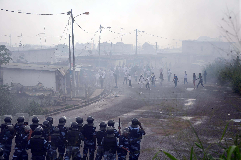 Manifestation de l'opposition gabonaise, le 20 décembre 2014 dans le quartier de Rio, à Libreville. Elle avait été interdite par le gouvernement.
