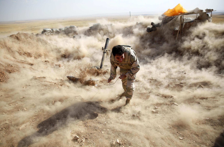 Tir de mortier sur des positions de l'Etat islamique, ce 15 septembre 2014.