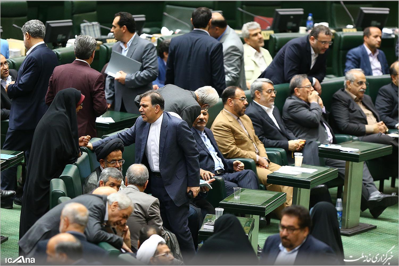 نمایندگان مردم در مجلس شورای اسلامی، در چهارمین روز بررسی صلاحیت وزرای پیشنهادی دولت دوازدهم. شنبه ۱۹اوت/ ۲۸ مرداد ۱۳۹۶