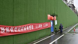 3月2日,武汉仍处于严格的小区封锁阶段。