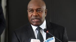 Sidiki Diakité est entré au gouvernement en 2017 en tant que ministre de l'Intérieur et de la Sécurité, avant de passer à l'Administration du territoire et de la Décentralisation.