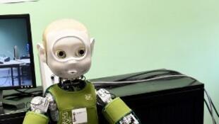 Nina le robot humanoïde interactif