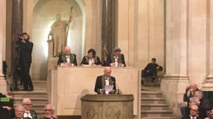 Sebastião Salgado ontem durante o seu discurso na Academia de Belas Artes de França.