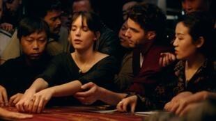 Ella (Stacy Martin) et Abel (Tahar Rahim) dans «Joueurs» de Marie Monge.