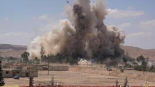 Une vidéo montre l'explosion de la prison de Palmyre, détruite par le groupe EI, le 30 mai 2015.