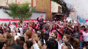 Manifestation de détenues contre les violences faites à la gente féminine, dans la prison pour femmes de Santa Monica au pérou, vendredi 12 août 2016.