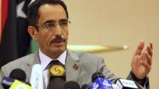 Abdul Hafiz Ghoga (em foto de novembro) é acusado de ter sido colaborador do regime de Muammar Kadafi.