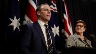 英国外交大臣拉布与澳大利亚外长佩恩资料图片