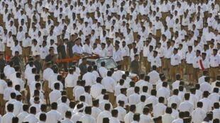 Mohan Bhagwat, lãnh đạo một tổ chức có tư tưởng dân tộc chủ nghĩa theo đạo Hindu, RSS, trước hàng ngàn tín đồ ở Pune, Ấn Độ, ngày 03/01/2016.