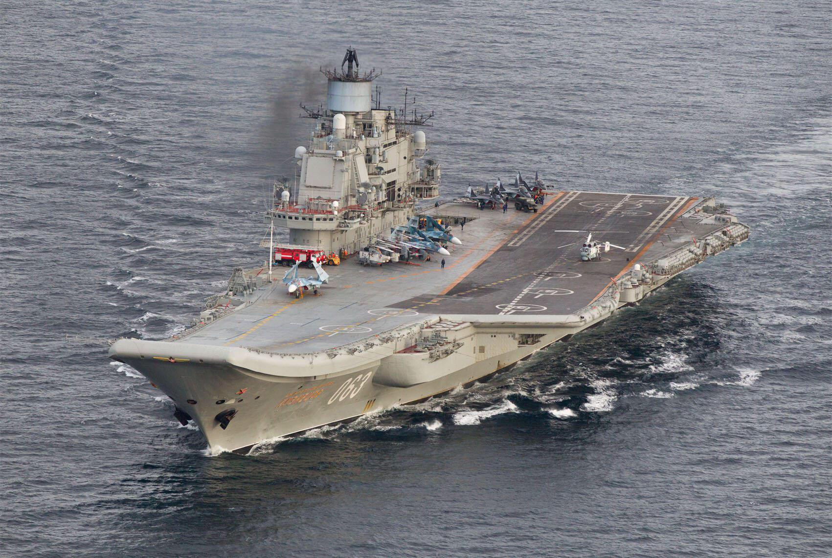 Hàng không mẫu hạm Nga đô đốc Admiral Kuznetsov ở ngoài khơi Na Uy (ảnh do máy bay trinh thám Na Uy chụp ngày 17/10/2016)