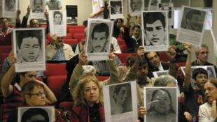 Entre 10 mil e 20 mil pessoas estariam desaparecidas no Brasil, de acordo com o grupo Tortura Nunca Mais.