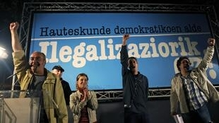 O Tribunal Constitucional espanhol legaliza a esquerda nacionalista basca.
