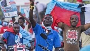 Wafuasi wa chama kikuu cha upinzani nchini Tanzania, Chadema. Chama hicho ni miongoni mwa vyama saba vilivyosusa kushiriki uchaguzi wa serikali za mitaa