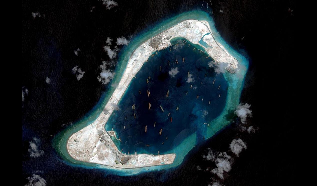 Le récif de Subi, photographié en pleins travaux de «dragage» chinois le 3 septembre 2015. Archipel des îles Spratleys, mer de Chine méridionale.