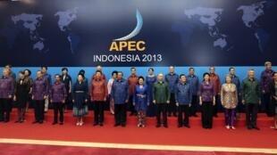 Photo de groupe au sommet de l'Apec sur l'île indonésienne de Bali, le 7 octobre 2013.