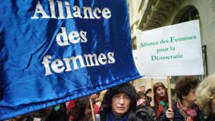 Une manifestation de soutien aux femmes d'Hassi Messaoud, ciblées par des attaques, en 2010, à Paris.