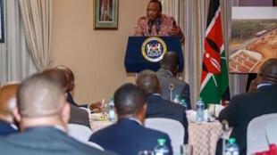 Rais wa Kenya, Uhuru Kenyatta akizungumza wakati wa mkutano na wadau wa miundombinu, jijini Nairobi, Agosti 8, 2016