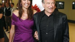"""Ngôi sao Robin Williams và vợ là Susan Schneider trong buổi trình chiếu ra mắt phim """"World's Greatest Dad"""" tại Los Angeles ngày 13/08/2009."""