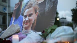 As homenagens à deputada trabalhista, Joe Cox, assassinada ontem, sucedem-se. O primeiro-ministro britânico, David Cameron, apelou à tolerância.