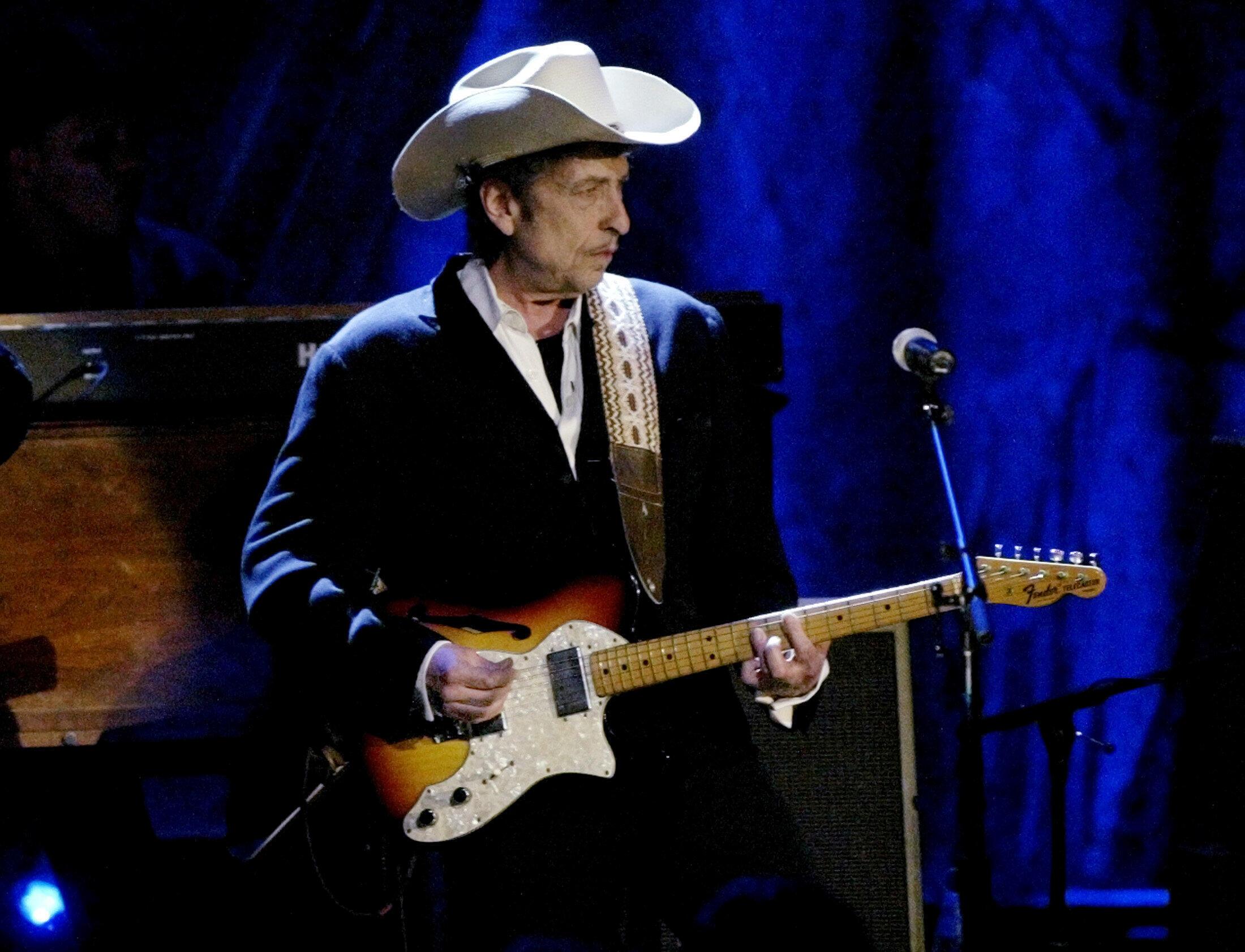 Cantor e compositor americano Bob Dylan vence o Nobel de Literatura