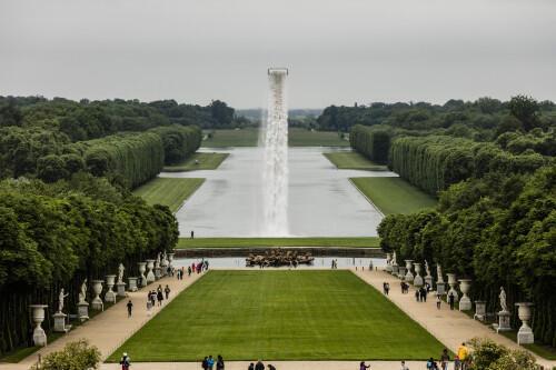 Une vue de Waterfall, une oeuvre de l'artiste danois Olafur Eliasson exposée à Versailles.