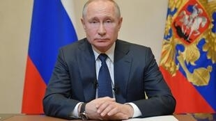 Vladimir Poutine a recommandé ce mercredi 25 mars aux Russes de restez chez eux et décrété une semaine chômée.