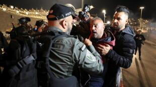 2021-04-22T200407Z_1031018330_RC281N9B0QO3_RTRMADP_3_ISRAEL-PALESTINIANS-JERUSALEM-VIOLENCE